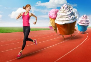 (donna footing scappa dal gelato)